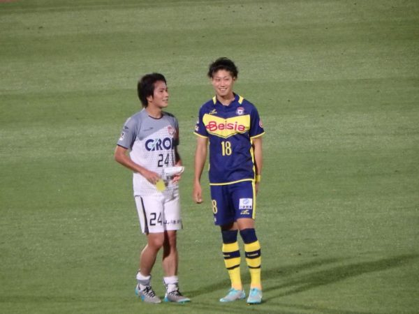 試合後に話す野崎選手と矢島選手