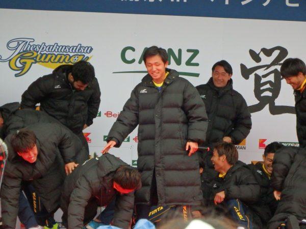 志村くんの挨拶で選手がコケる