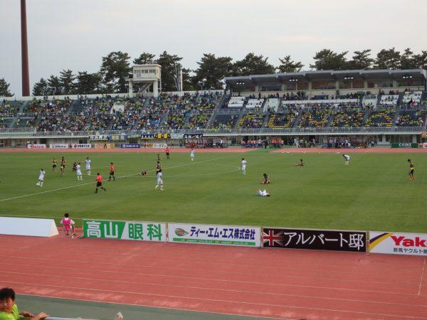 2016年J2第13節・横浜FC戦。試合終了で倒れ込む選手達
