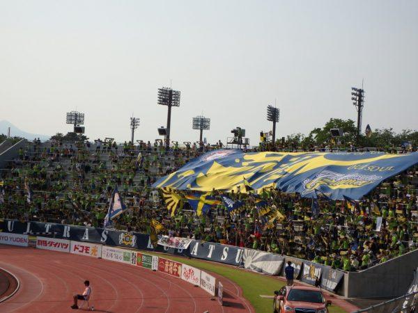 2016年J2第13節・横浜FC戦。緑に染まったザスパクサツ群馬のサポーター