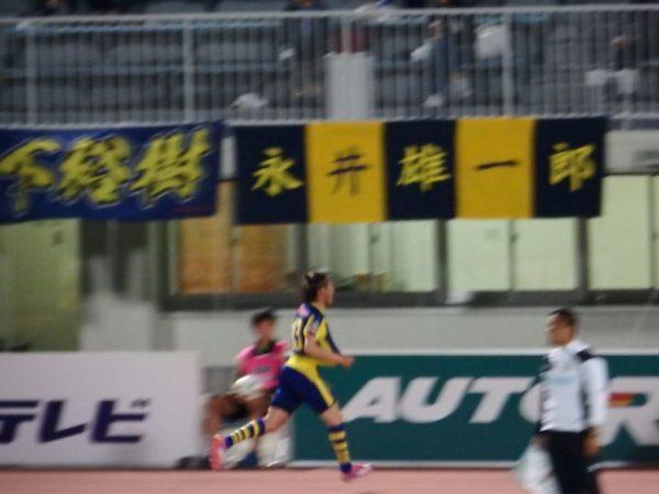 2016年J2第16節・愛媛FC戦。スタンドに走る、ザスパクサツ群馬の高橋駿太